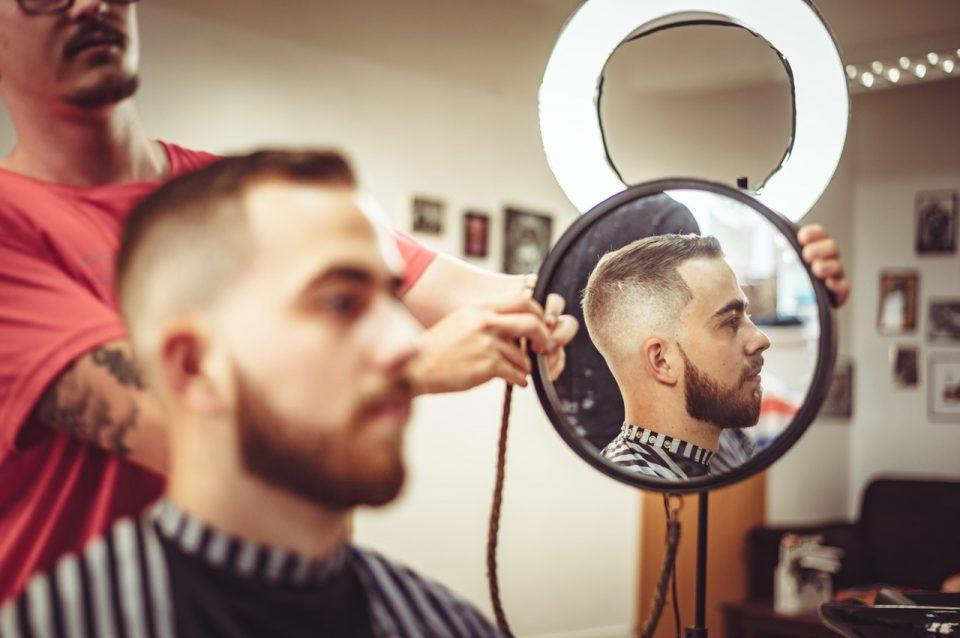 https://soukboard.com/wp-content/uploads/2020/06/man-having-a-haircut-3281121-960x638_c.jpg